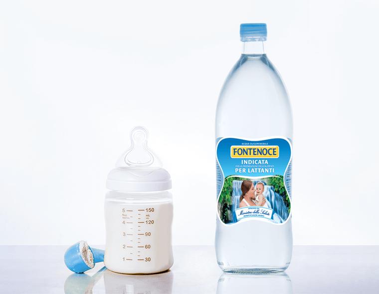 acqua latte artificiale per neonati biberon e bottiglia fontenoce