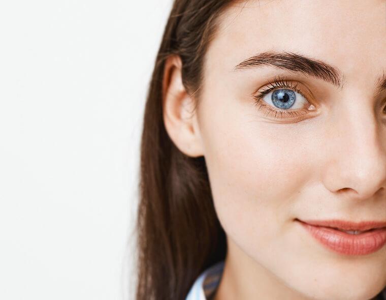 idratazione occhi con acqua fontenoce