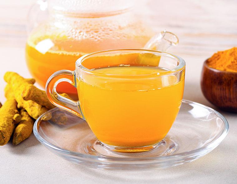 tisana curcuma e arancia con acqua fontenoce