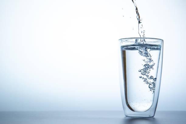 bicchiere con acqua fontenoce